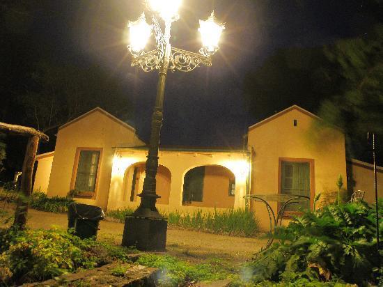Hotel Loma Bola : vista nocturna de otra parte del hotel