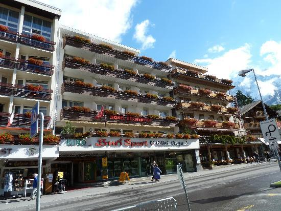 Hotel Bernerhof: Hotel's facade