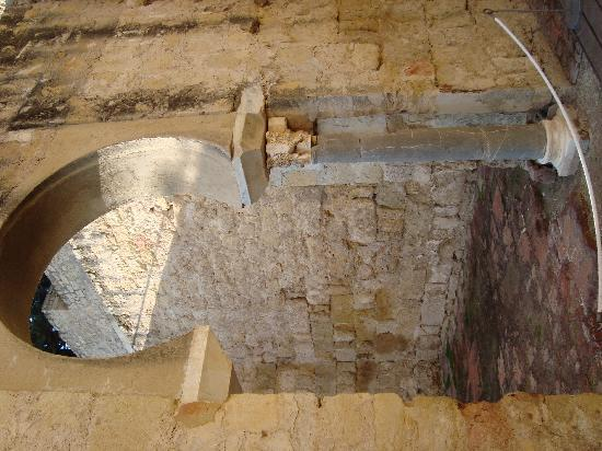 Archaeological Ensemble of Madinat Al-Zahra : partially reconstructed keyhole arch at Medina Al-Zahra