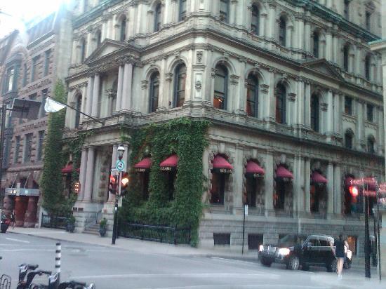 Hotel Le St-James: Exterior