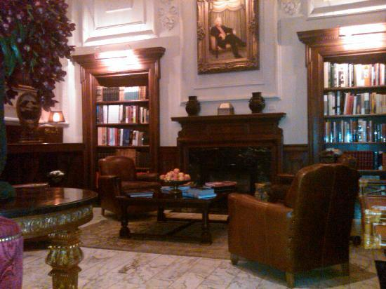 Hotel Le St-James: Library