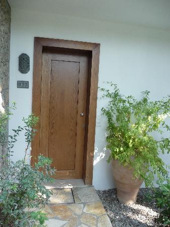 Kontokali Bay Resort and Spa: Zugang zur (angeblichen) Suite, d.h. Zimmer Nr. 830 (Hochsaison zu EURO 880.00/Tag/Einheit; zu u