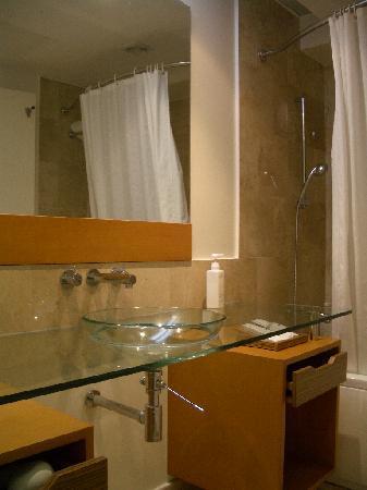 Fiesta Resort & Spa Saipan: 洗面台は割ときれい