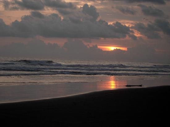 Barra de Santiago, El Salvador: Pacific Sunset
