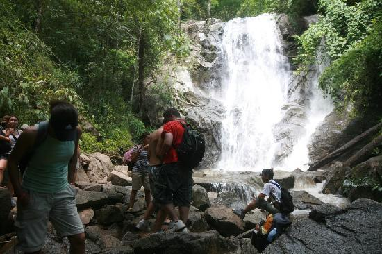 Chiang Mai, Thailand: Waterfall tourists meet while trekking