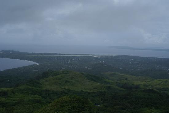 Mt.Tapochao: 頂上からサイパン国際空港方面