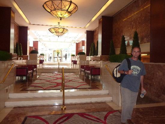 Washington Court Hotel: hall 1