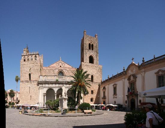 Casa Rossa: la place du Duomo en centre ville