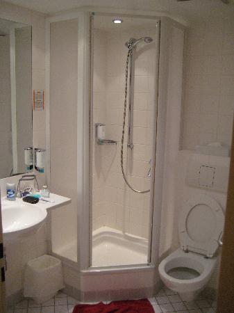 Junges Hotel Hamburg: Badezimmer Einzelzimmer