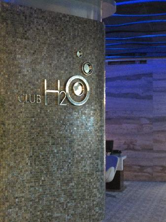 Hotel H2O: Hotel can be found at the lobby of the Manila Ocean Park
