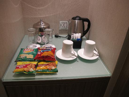 Hotel H2O: Snacks and Soda provided free. Internet access is free.