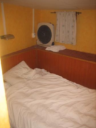 Loginn Hotel: Tiny Room