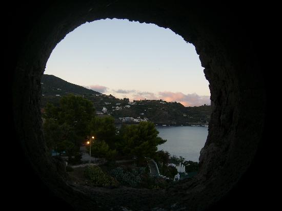 Lipari, إيطاليا: Scendendo dal castello
