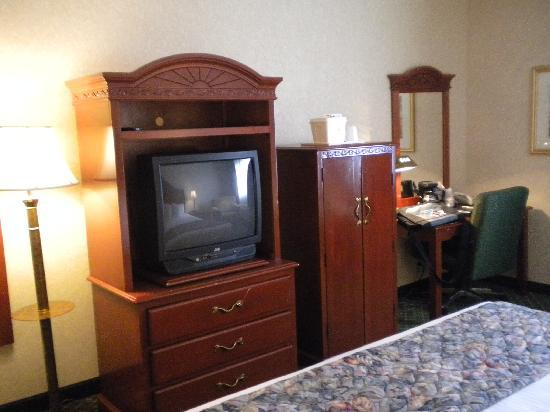 BEST WESTERN Hospitality Hotel & Suites: dated furnitures but not too bad