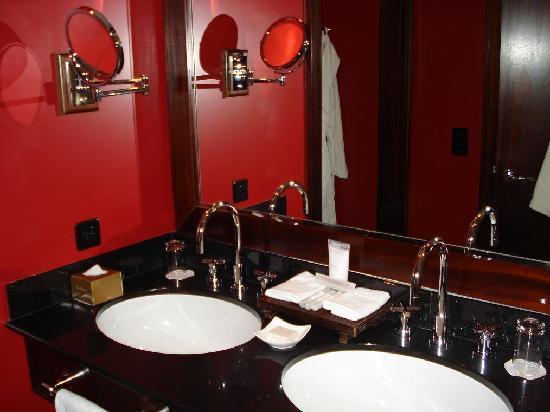 La Reserve Geneve Hotel & Spa: Hotel Zimmer - Bad