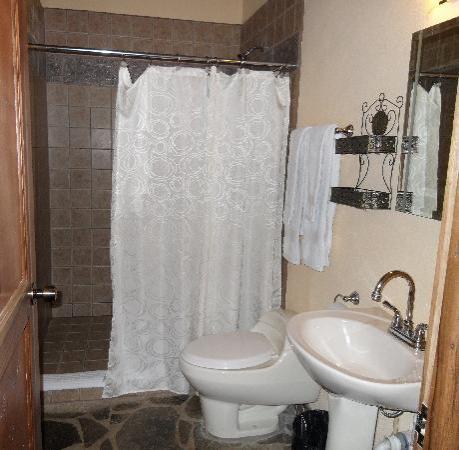 Hacienda La Isla Lodge: Bathroom