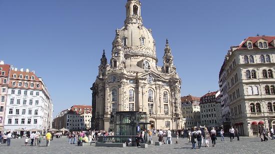 Dresden, Almanya: Kirche