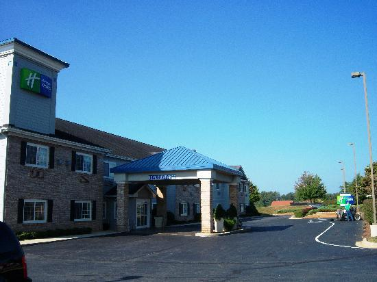 Holiday Inn Express Hendersonville Flat Rock: From the outside