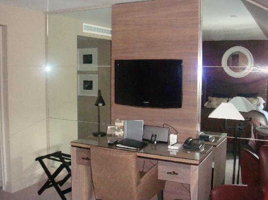 Macdonald Windsor Hotel: main part of room