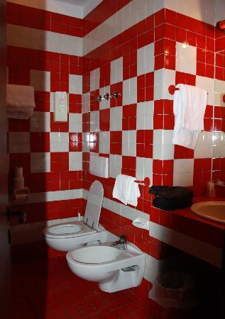Hotel Bell'arrivo: Hotel bathroom
