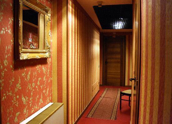 Hotel Bell'arrivo: Hotel Hallway