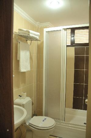 Star City Hotel: Standing bathroom