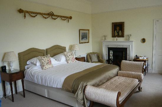 Pentillie Castle: Our beautiful bedroom (Coryton)