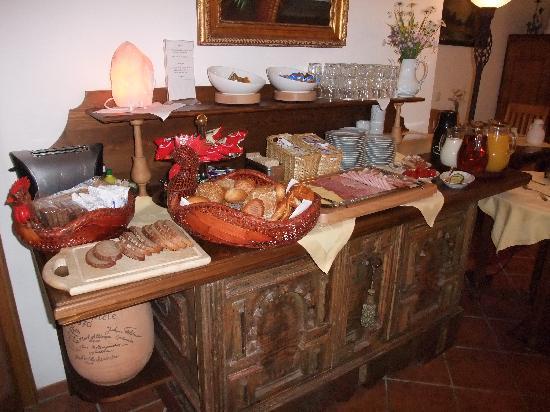 Hotel Ferienhaus Fux: Breakfast Buffet at Ferienhaus Fux
