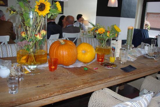 Dekoration im Café Kaffeezeit in Langenfeld-Langfort, Fussgängerzone