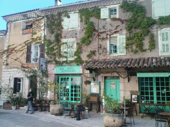 Baudinard-sur-Verdon, France: la façade de l'auberge