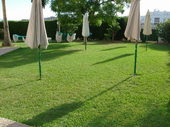 Club Playa Flores: nice clean grounds