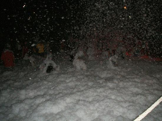 Susesi Luxury Resort : Foam party on the beach