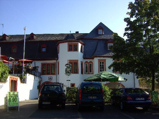 Zeltingen-Rachtig, Duitsland: Frontansicht zur Umgehungsstraße