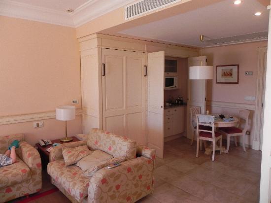 Insotel Punta Prima Prestige Suites & Spa: Kitchen/Dining/Living area