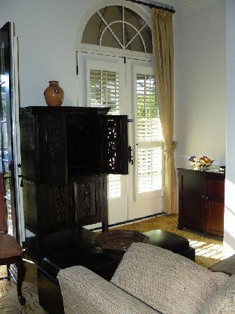 Cypress Inn: Living room in Suite