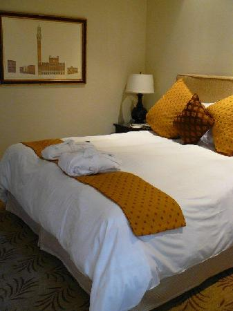 Cypress Inn: King Bed