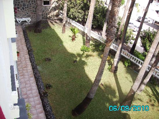 Maracaibo Aparthotel : view left off balcony 2nd floor