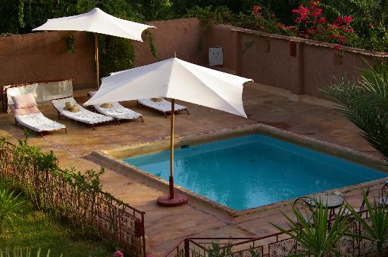 Kasbah Tiwaline: piscine d'une des kasbath