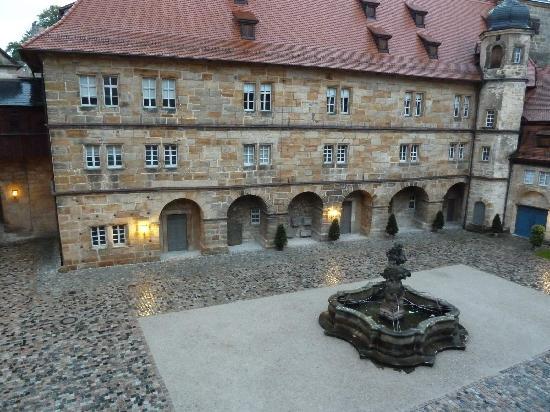 Schloss Thurnau: Innenhof, Blick aus dem Fenster