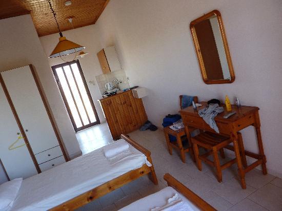 Eleni's Gardens: Inside a twin room
