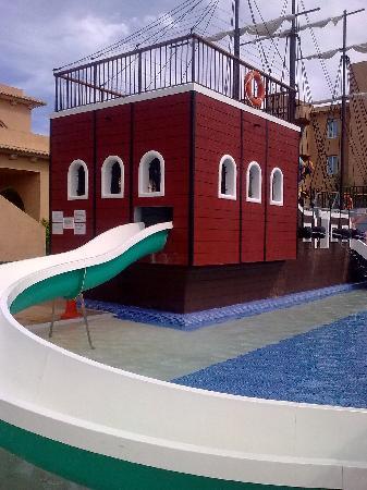Protur Bonaire Aparthotel: Fantastic splash pool for kids