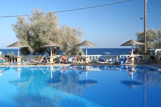 Kamari Beach Hotel: Pool Area