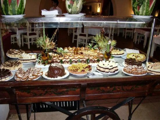 L'Ecrin Sandra Club: 1 des 2 buffets desserts