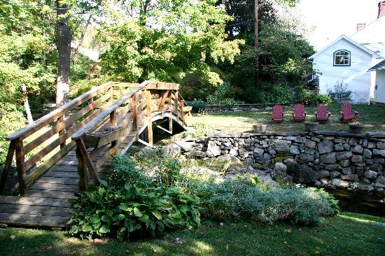 Apple Valley Inn Bed & Breakfast: their own bridge...