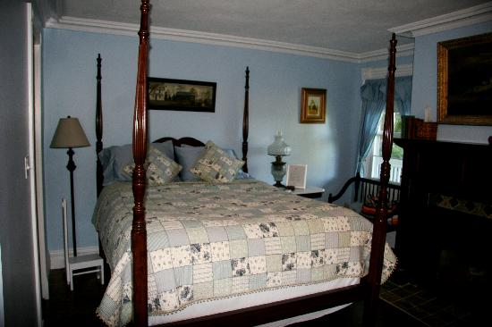 "Apple Valley Inn Bed & Breakfast: the ""bed"""