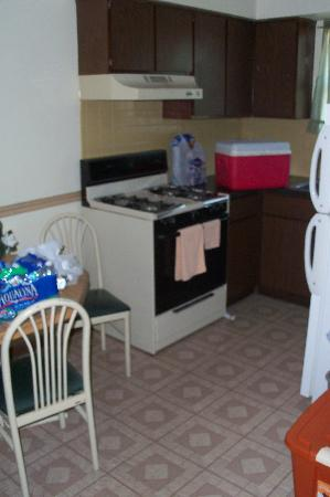 Americas Best Value Inn Extended Stay: the spacious kitchen