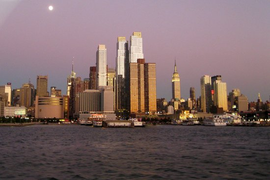 Richmond Hill, Estado de Nueva York: view from Harber Lights cruise