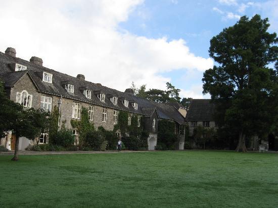 Dartington Hall Hotel: courtyard, Dartington Hall