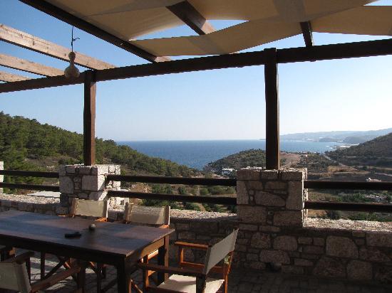 Auberge Kalopetri: Breakfast terrace