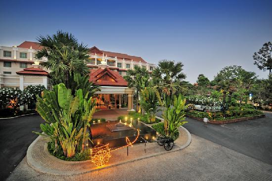Sokha Angkor Resort: Hotel Main Entrance